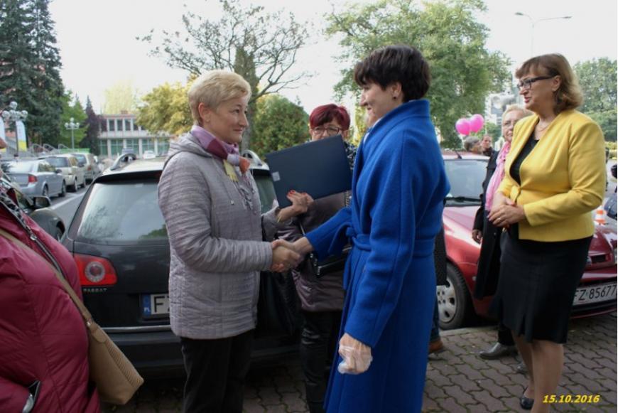 Dyrektor Hospicjum Anna Kwiatek dziękuje Pani Marszałek Elżbiecie Polak za pamięć i wsparcie .